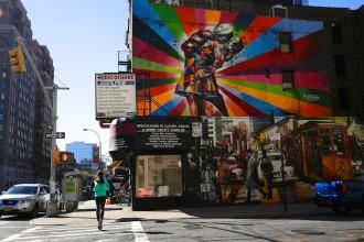 Eccomi in azione, di fronte a me il V-J Day in Times Square Mural, NYC - Foto Tommaso Gallini