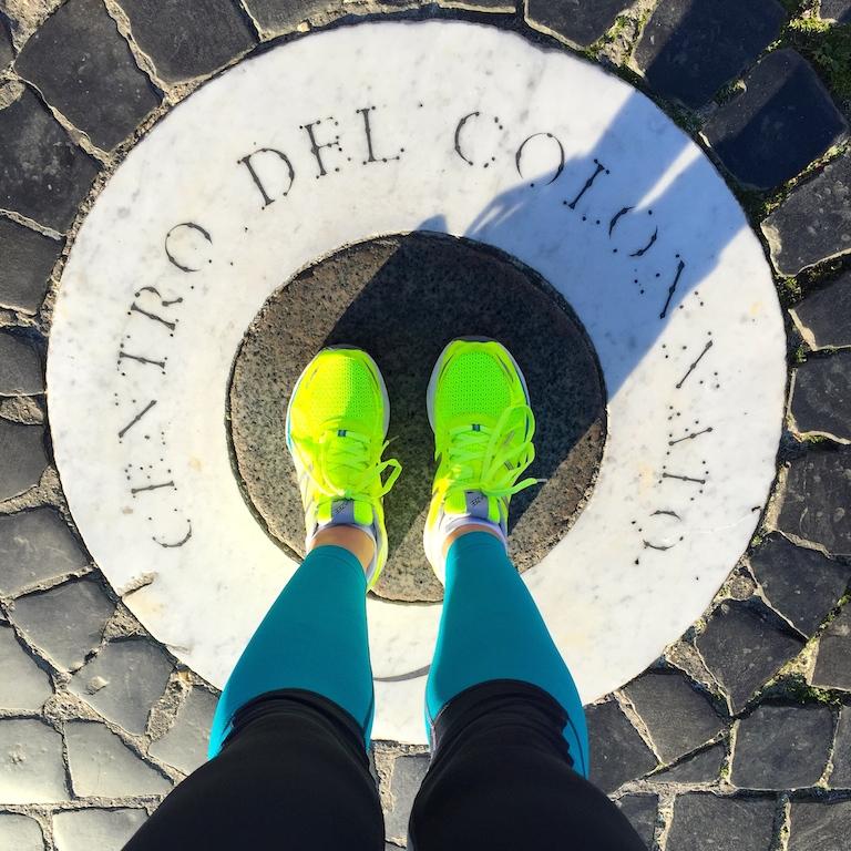 Eccomi sul centro del colonnato in piazza San Pietro .