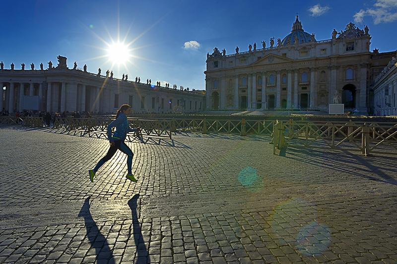 Eccomi di corsa in piazza San pietro - Foto Pierluigi benini