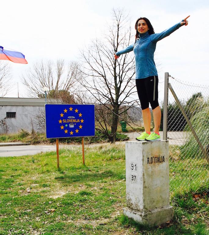 Eccomi con un piede in Slovenia e con un altro in Italia - Foto di Tommaso Gallini