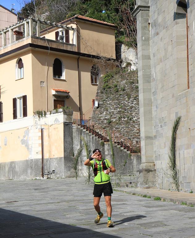 Ecco Romano Schiavetta che riparte dopo la sosta al ristoro n. 5