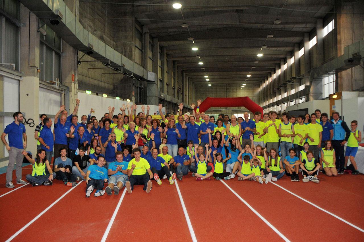 Il gruppone della Trieste Atletica in pista