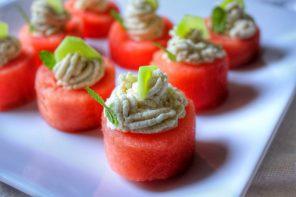 Sfere d'anguria con crema di anacardi e aglio