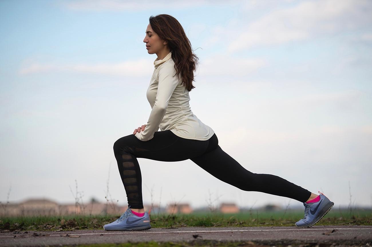 Irene Righetti fa stretching - foto Pierluigi Benini per www.runningpost.it