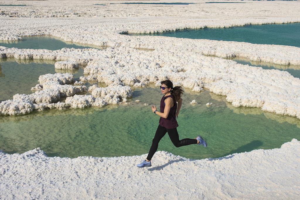 Irene corre sulle rive del Mar Morto - foto P. Benini per Running Post