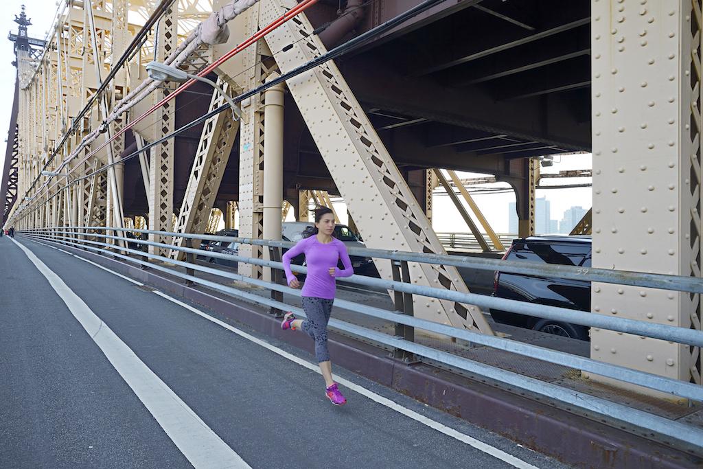Eccomi sul Quuensboro, il ponte di ferro che attraversa la maratona. Qui sono in allenamento! - Foto P. Benini