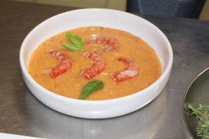 Gazpacho al pomodoro, pesche e gambero rosso