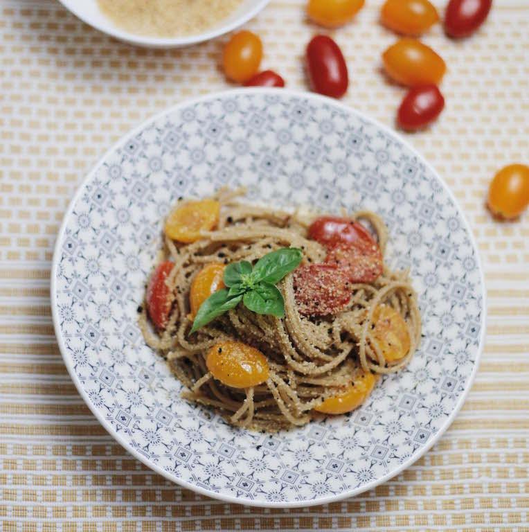spaghetti integrali all'aglio nero - by Irene Righetti www.runningpost.it
