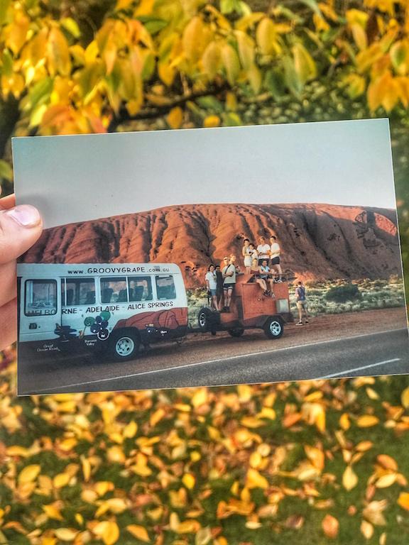 Eccomi sopra il porta bagagli del pulmino che da Adelaide ci portò ad Alice Springs, un'avventura condivisa con altre otto persone di tutte le nazionalità - www.runningpost.it